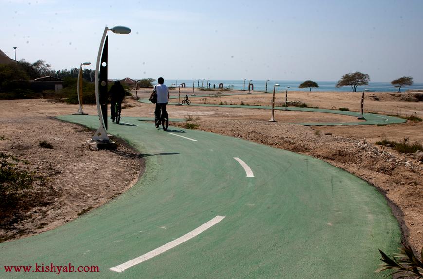 دوچرخه سواری در جزیره زیبای کیش /تصاویر