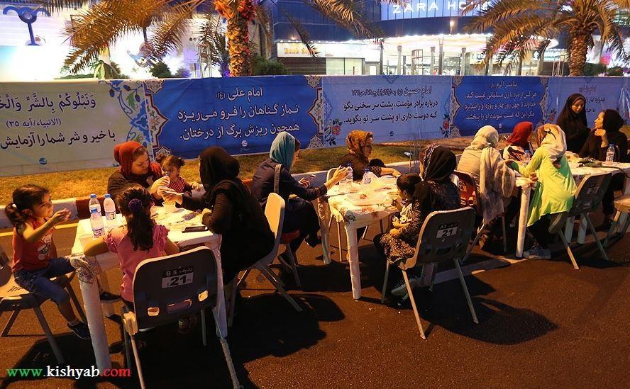 تصاویر بزرگترین سفره افطاری در جزیره کیش