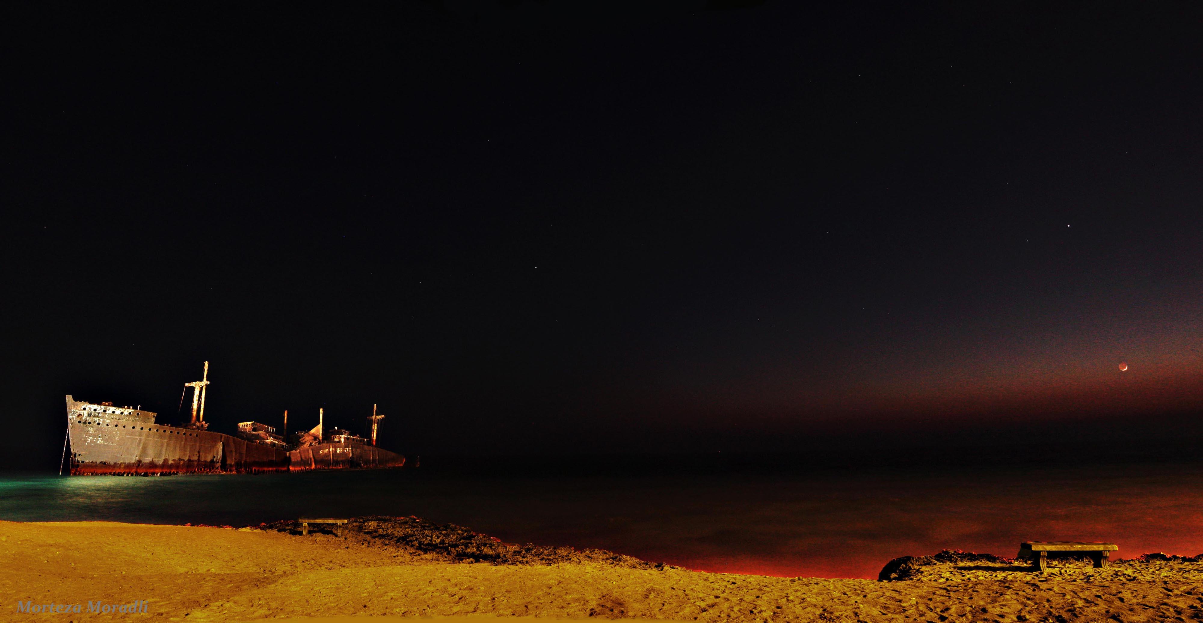 ثبت تصویر از فروب کشتی یونانی